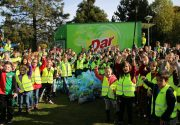 Foto 1 Trotse Wijkhelden tijdens de eerste Wijkheldendag 2015. Toen waren er al 600 Wijkhelden in de regio